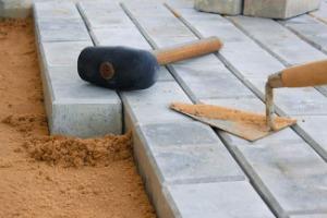 Как правильно уложить тротуарную плитку на даче на песок